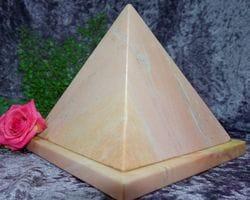 Pyramid Urn pink medium 03