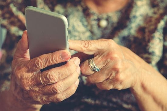 5 Helpful Apps for Seniors Living Alone