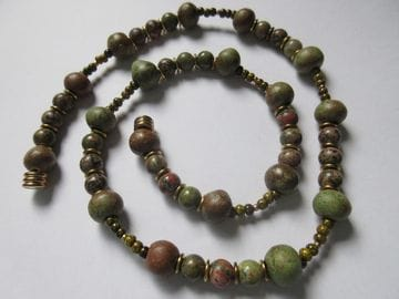 Apple jasper, gold coloured beads with magnetic clasp