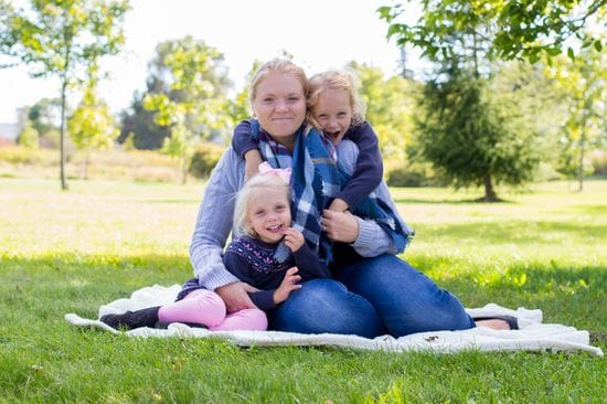 Mommy & Me Photography Session Tips (So You AND The Kids Enjoy It)| Durham Region Family Photography