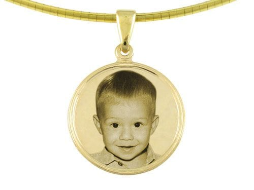 Reverse image engraving (available only on Classic, Designer, Beads and Keyrings)