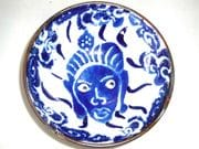 Face dish in blue and white