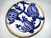 Turtle dish in blue and white with iron oxide rim