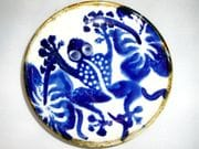 Frog and hibiscus dish in blue and white with iron oxide rim