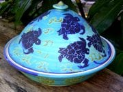Turtle casserole pot in turquoise