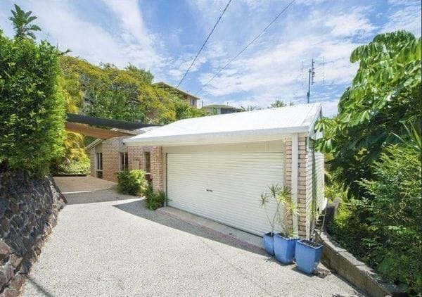 CUTE COOLANGATTA COTTAGE WITH VIEWS